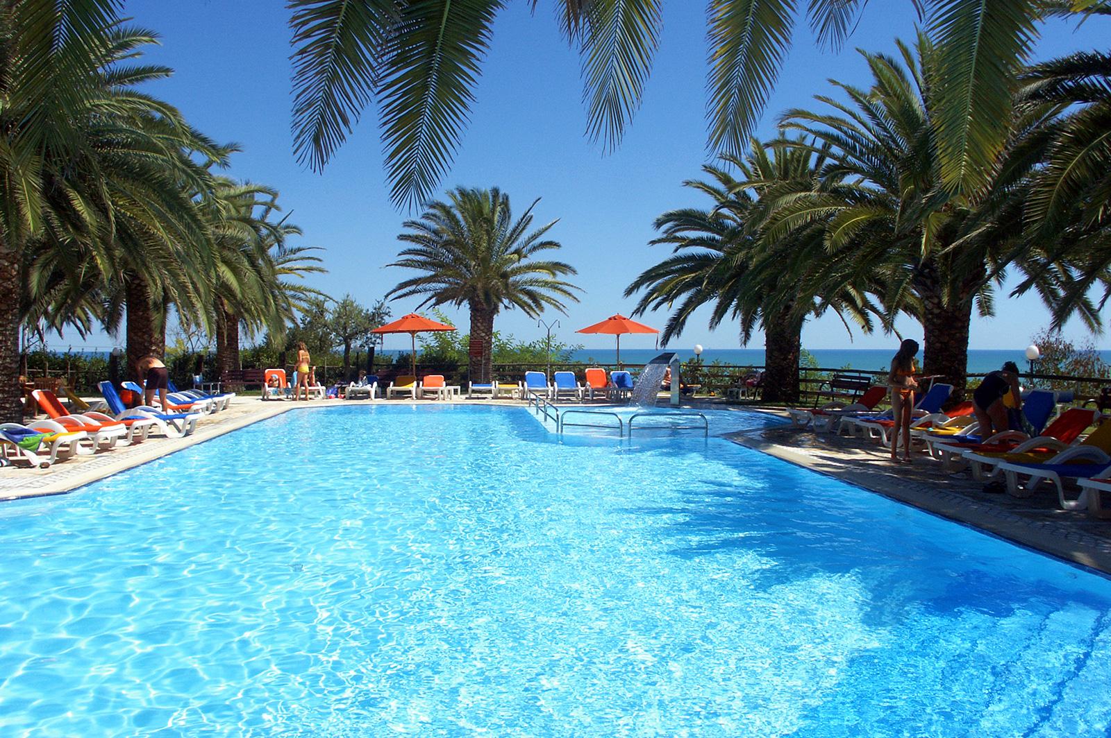 Spiaggia e piscina gratis villaggio tibiceco for Piscina gratuita