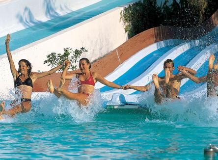 Goditi una giornata di puro divertimento al Parco Acquatico Le Caravelle !
